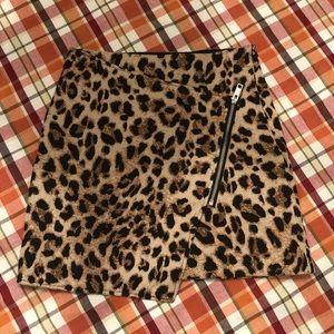 H&M Edgy Leopard Print Zipper Skirt size 4